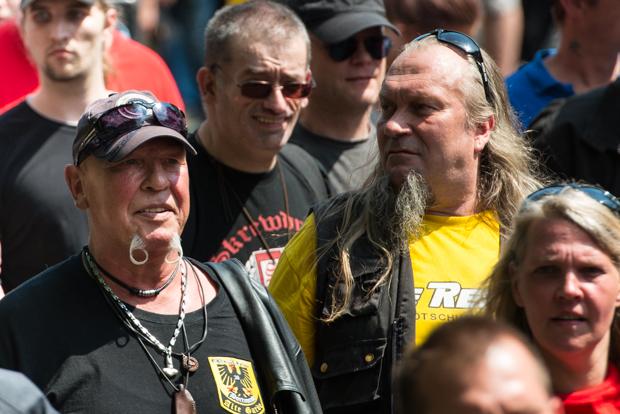 Der stadtbekannte Dortmunder Neonazi Siegfried Borchardt (links vorne im BIld) | © Christian Martischius