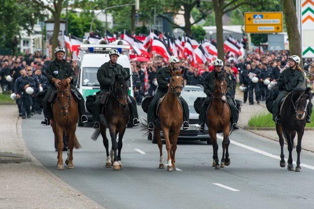 Fast 5.000 Polizeibeamte aus dem ganzen Bundesgebiet sicherten den Naziaufmarsch und die umliegenden Bahnhöfe | © Christian Martischius