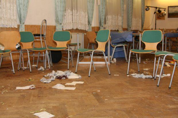 Saal des Ballstädter Kulturzentrums nach dem Überfall. Foto: Kai Budler