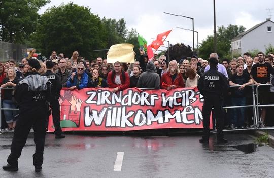 """""""Zirndorf heißt willkommen"""" - Das Motto der Gegner © Jonas Miller"""