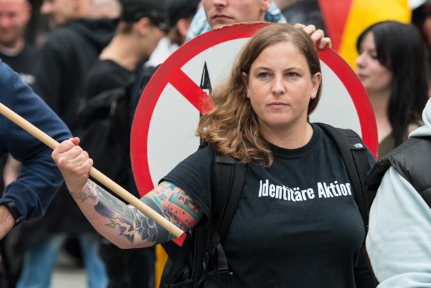 "Melanie Dittmer - Kopf des rechtsextremen Düsseldorfer Pegida-Ablegers ""Dügida"" | © Christian Martischius"