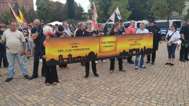 """Die """"Freien Patrioten"""" konnten nur wenige Teilnehmer mobilisieren. Foto: René Garzke"""