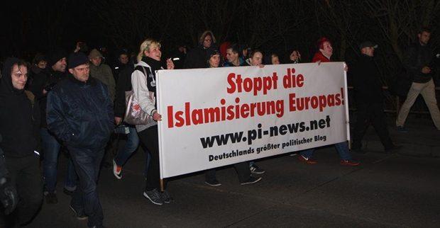 Die vierte Pogida-Demonstration zog am 3. Februar durch den Potsdamer Stadtteil Schlaatz. Foto: Anton Lommon