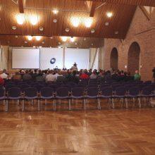 Viele Stühle bleiben leer bei der AfD Veranstaltung am 7.10. in Memmingen ©S. Lipp