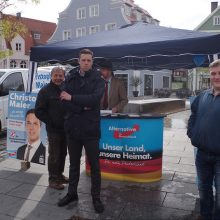 Maier und Wahlkampfhelfer am AfD Infostand in Memmingen