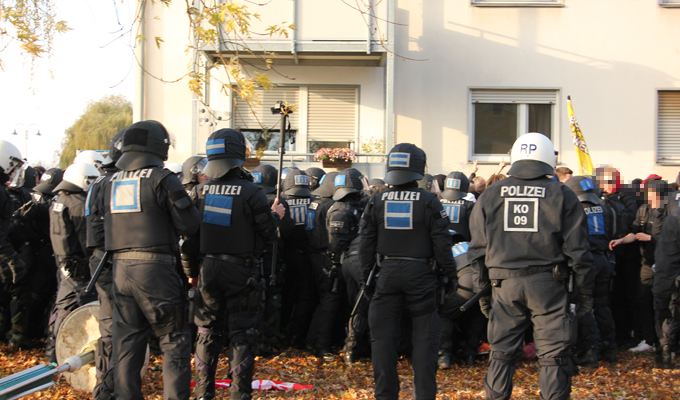 Remagen 12.11.2016 Gegendemonstranten