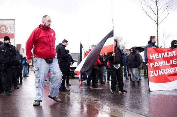 Michel Fischer ist stellvertretender Landesvorsitzender der Kleinstpartei Die Rechte in Thüringen und einer der Funktionäre auf der Rednerliste. Foto: Paul Hildebrand
