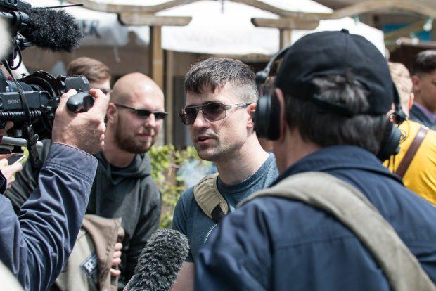 Identitären Österreich-Chef blamiert sich vor Gericht