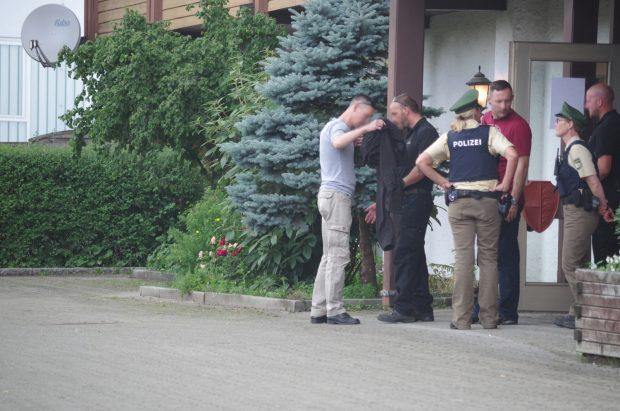 Die Gäste der AfD müssen sich in Lauben Leibesvisitationen unterziehen ©N. Kelpp