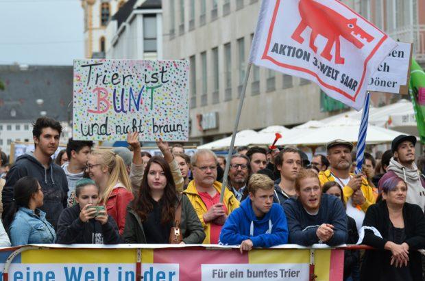 200 Trierer demonstrierten gegen den Auftritt der NPD © Max Bassin