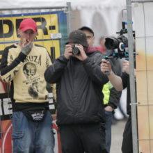 Fremdenfeindlichkeit: So rechtsextrem war 2018: Neonazis filmen Journalisten vom Veranstaltungsgelände. © Henrik Merker