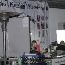 Neonazifest in Ostritz: Mit Tricks gegen die Pressefreiheit: Tattoo-Stände © Henrik Merker
