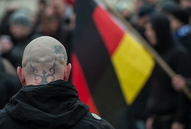 Rechtsextremismus: Rechtsextreme - die man übrigens nur noch selten mit Glatze oder gar Springerstiefeln antrifft - sind nach offiziellen Zahlen für 85 Todesfälle seit der Wiedervereinigung verantwortlich (Symbolfoto). © Patrick Pleul/dpa