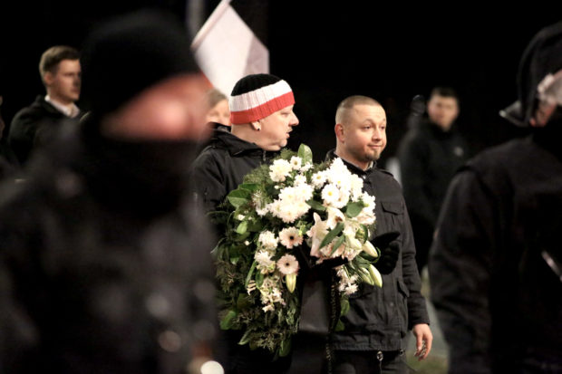 Right-wing extremism: Neo-Nazis wearing a wreath at the Dresden demonstration.  © Hardy Kruger