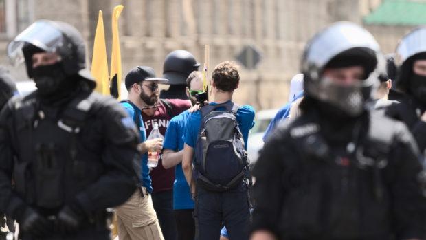 Identitäre scheitern an Protest
