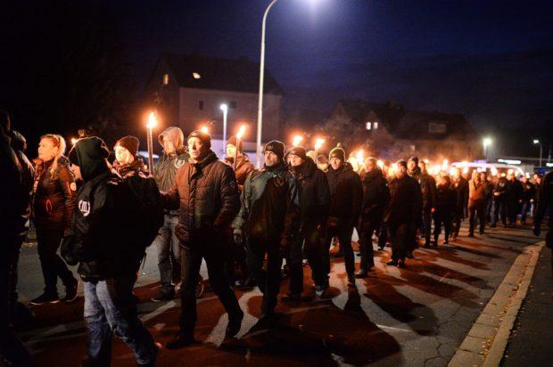 Rudolf Heß: Neonazis verhöhnen NSU-Opfer bei Fackelmärschen