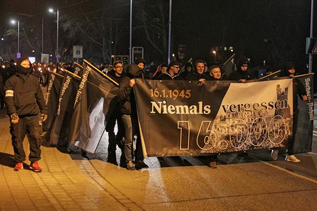 Rechtsextremismus: Teilnehmer des Trauermarsches in Magdeburg © Hardy Krüger