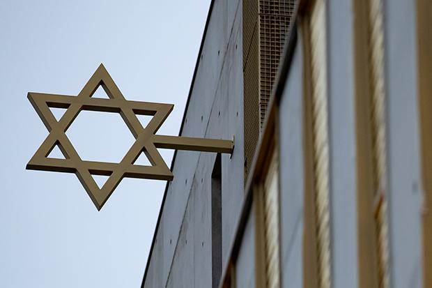 Antisemitismus: Ein Davidstern, hier an der Fassade des Jüdischen Gemeindezentrums von Paris