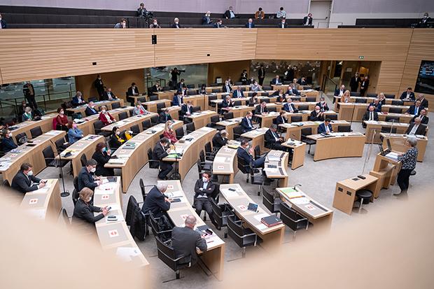 Landtag in Baden-Württemberg: Der baden-württembergische Landtag in Stuttgart © dpa/Sebastian Gollnow