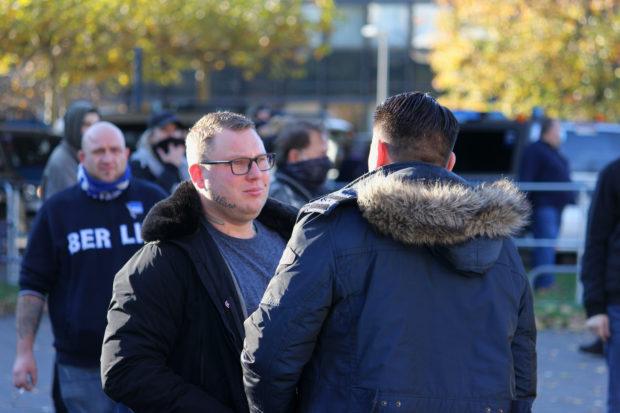 Rechtsextremismus: Neonazi Henry Schwind auf einer Kundgebung von Düsseldorfer Corona-Leugnern Ende Oktober. © Dennis Pesch
