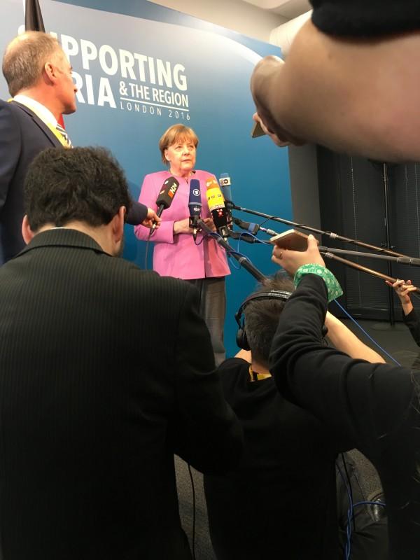 Auf schwierigen Wegen zu Angela Merkel