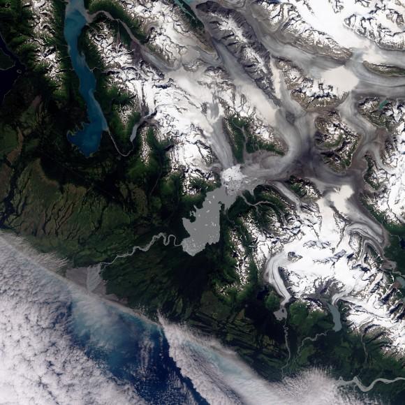 Der Yakutat-Gletscher im Südosten Alaskas. © Nasa Earth Observatory/R. Simmon/A. Voiland
