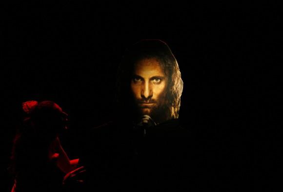 Aragorn, Stammesführer der Westmenschen des Nordens, Nachkomme von Isildur und  rechtmäßiger Erbe der Königreiche Gondor und Arnor
