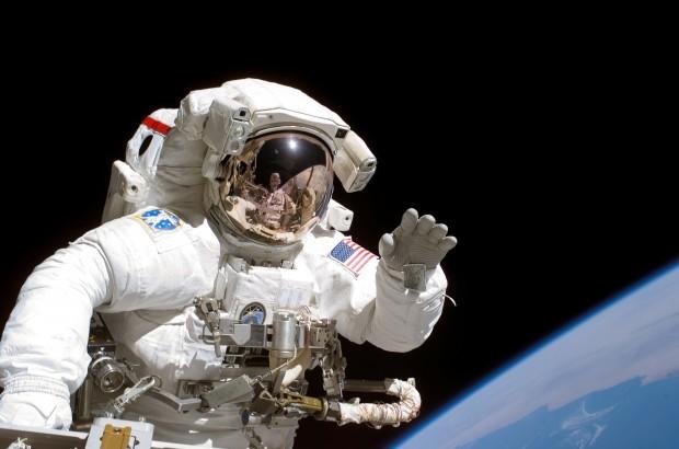 Astronaut Joseph Tanner auf einem Weltraumspaziergang im Jahr 2006. © NASA/Getty Images