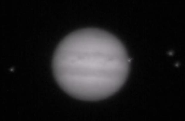 Jupiter unter Beschuss