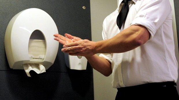 Der erbitterte Streit um das hygienischste Händetrocknen