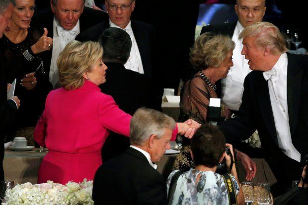 Sie können es doch, das Händeschütteln. © REUTERS/Jonathan Ernst