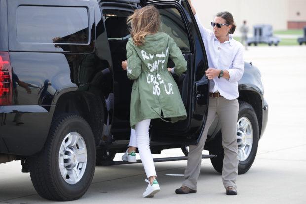 Melania Trump in ihrer zweifelhaften Jacke.