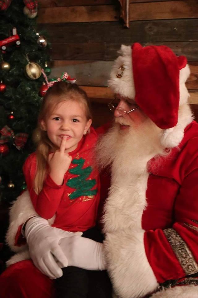 Weihnachtsmann-Fotos: diese Kinder waren gar nicht begeistert.