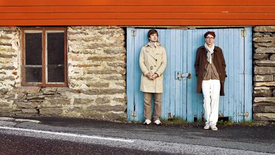 Eirik Glambek Bøe und Erlend Øye sind Könige der Bequemlichkeit (© EMI)