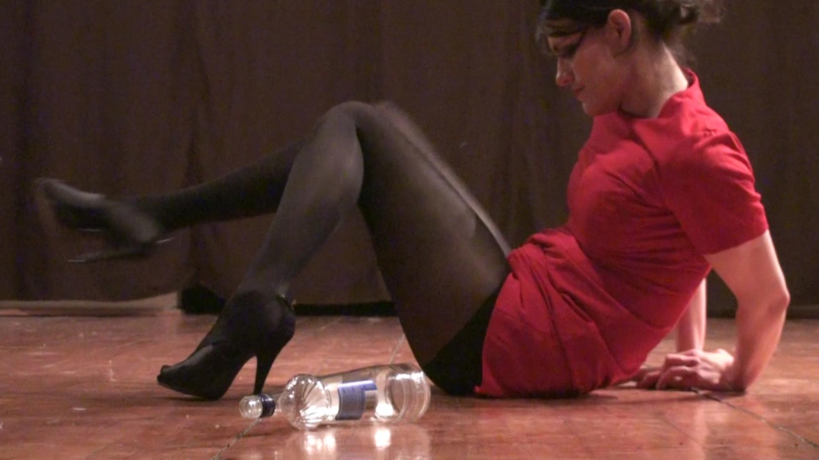 Carbon12Dubai-Anahita Razmi,'Walking drunk in high shoes',video loop,47minutes 23seconds,2010