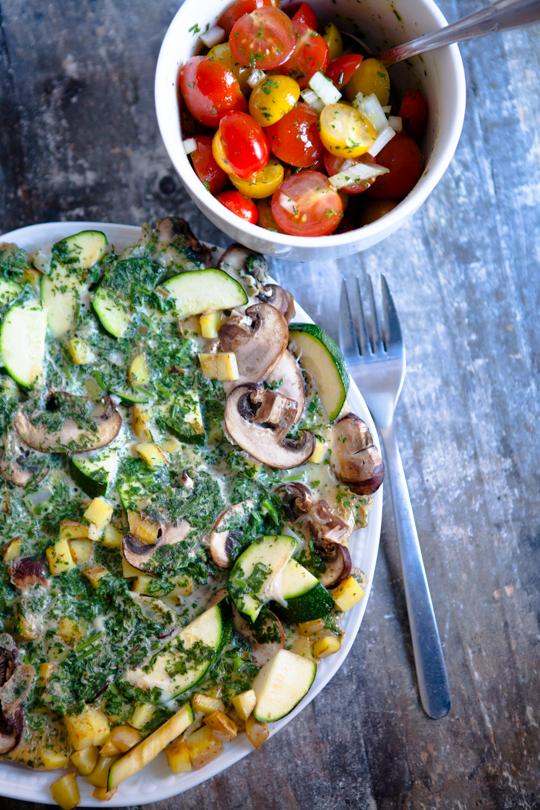 Kräuter-Omelette mit Gemüse und Tomatensalat - Mirja Hoechst - kuechenchaotinDE